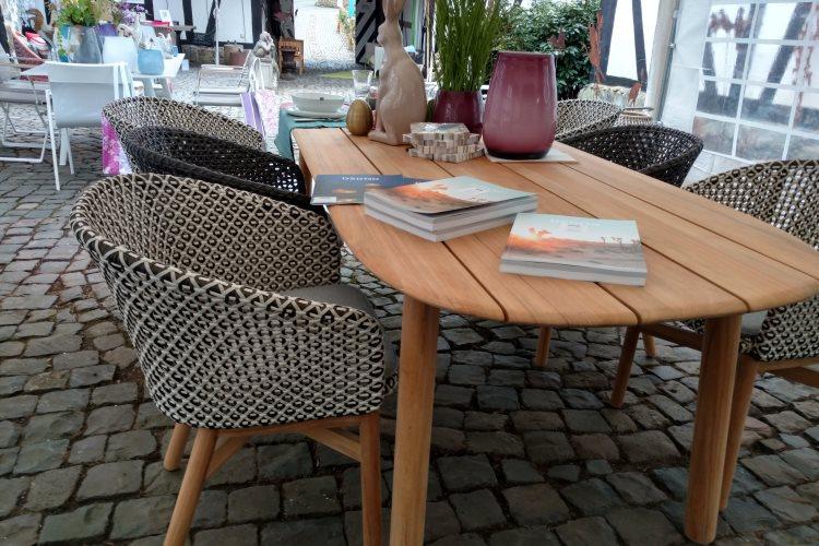 Dedon Mbrace Stuhl und Tisch